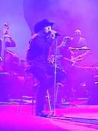 """Bobby Pulido canta """"Desvelado"""" en Premios Texas 2009 producido por Ruben Robledo"""