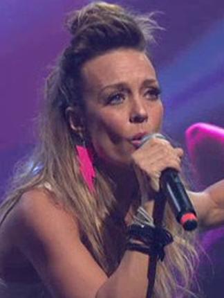 """Fey canta """"Azucar Amargo"""" en Premios Texas; Producido por Ruben Robledo"""