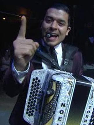 Noel Torres canta en Premios Texas producido por Ruben Robledo