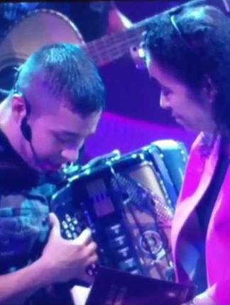 Siggno canta MAMA – Premios Texas producido por Ruben Robledo